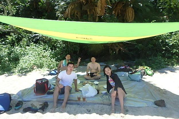 奄美のビーチでリラックス