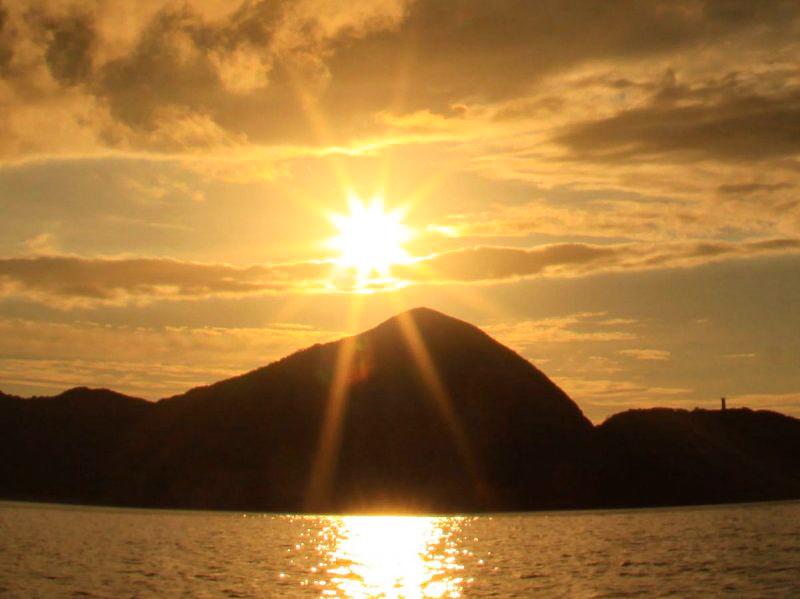 【地域共通クーポン対象】奄美大島の感動的な夕焼けを満喫!サンセットクルージングツアー(No.15)