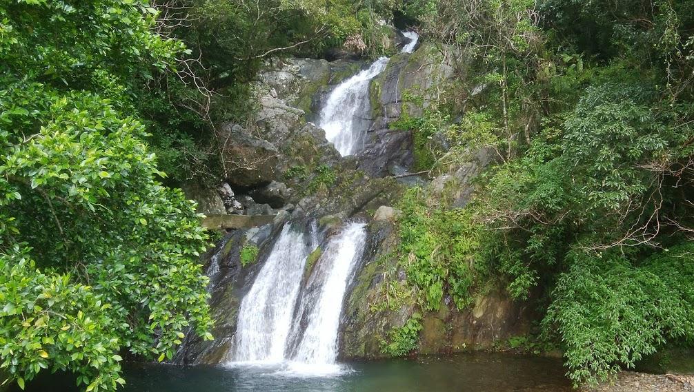 アランガチの滝全景